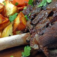 Lamb shank with Anchovy and red wine